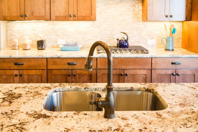 被摩擦的古铜色厨房装置 库存图片