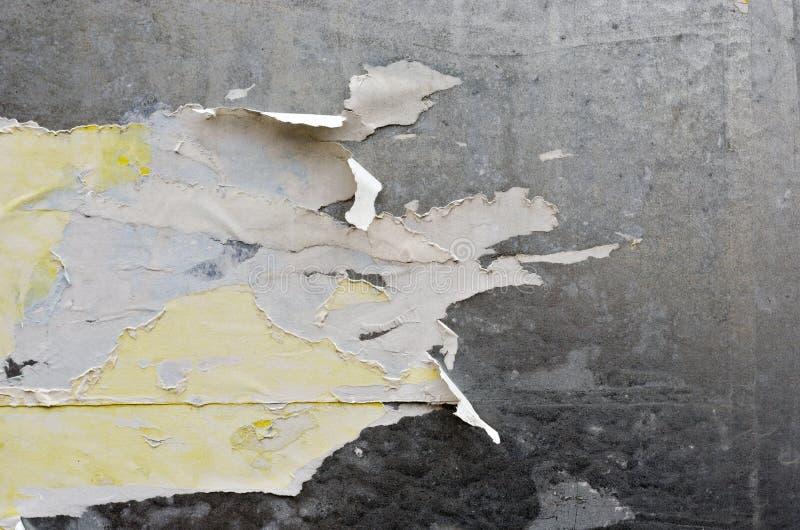 被撕毁的海报 库存照片