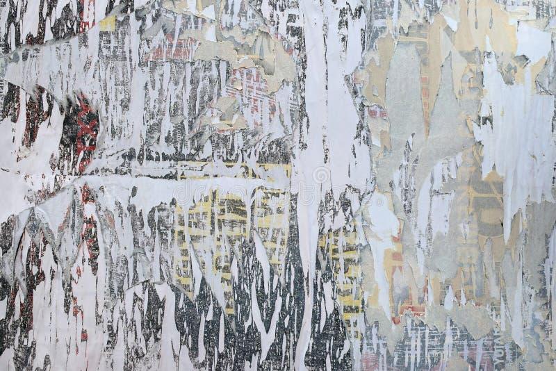 被撕毁的纸被剥皮的海报 免版税库存照片