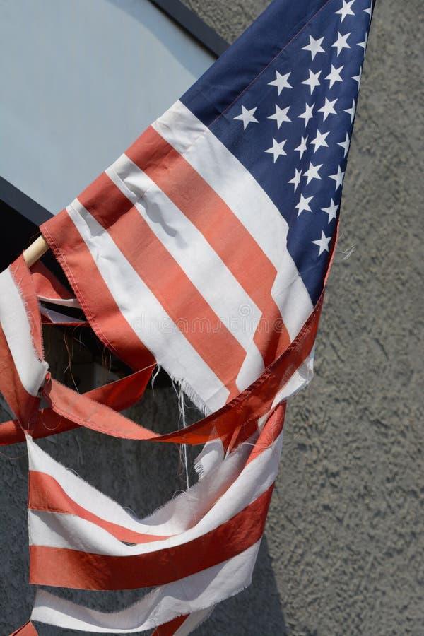 被撕毁的美国国旗 库存照片