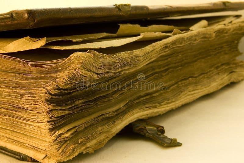被撕碎的书老 免版税库存图片