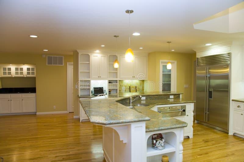 被改造的厨房豪华现代 库存图片