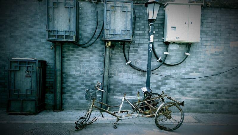 被放弃的三轮车 库存照片