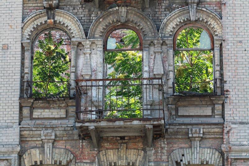 被放弃的修造的门面 免版税库存图片