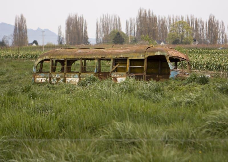被放弃的公共汽车学校 图库摄影