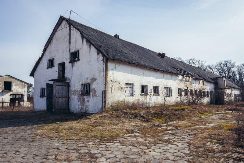 被放弃的农场在波兰 免版税库存图片