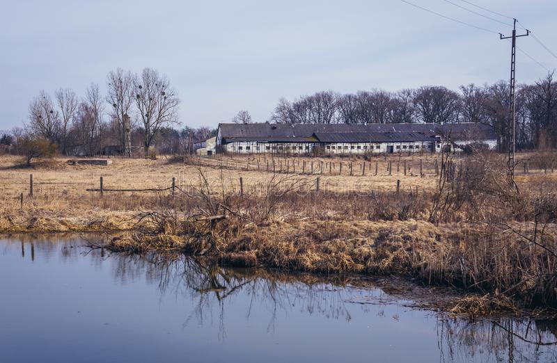 被放弃的农场在波兰 库存图片
