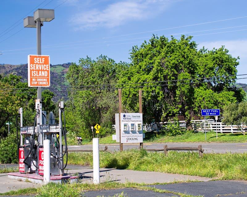 被放弃的加油站 免版税库存照片