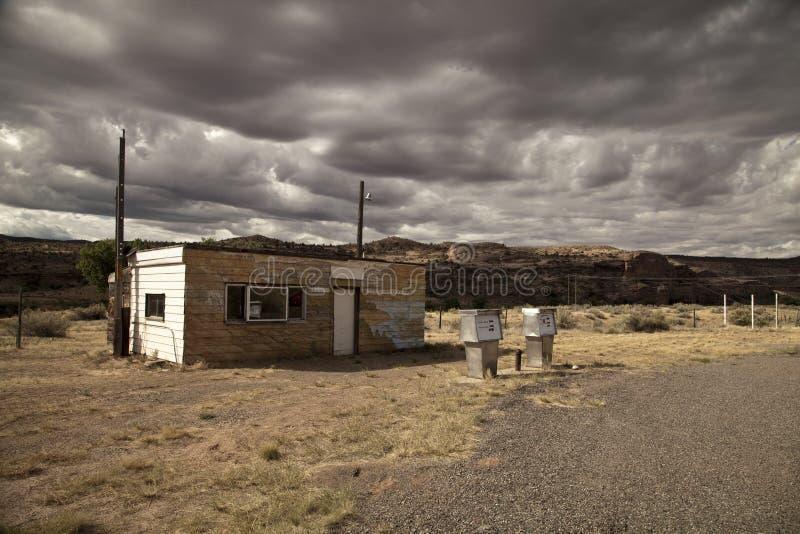 被放弃的加油站 免版税库存图片