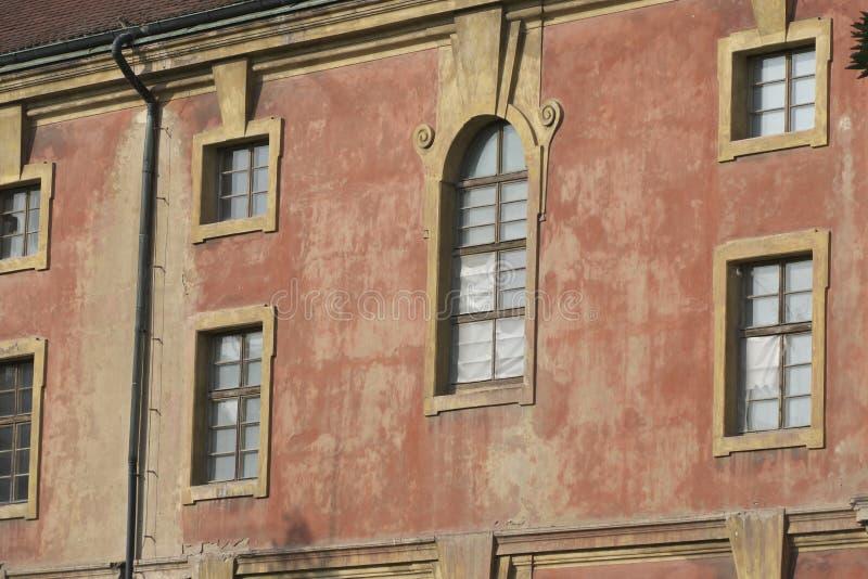 被放弃的历史大厦门面在布拉格 库存照片