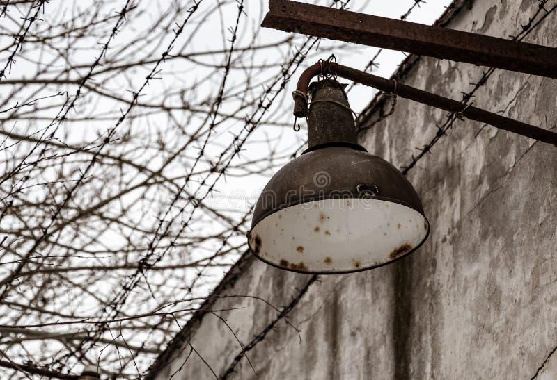 被放弃的地方 监狱墙壁细节 免版税图库摄影