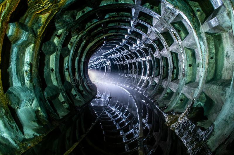 被放弃的地铁隧道 图库摄影