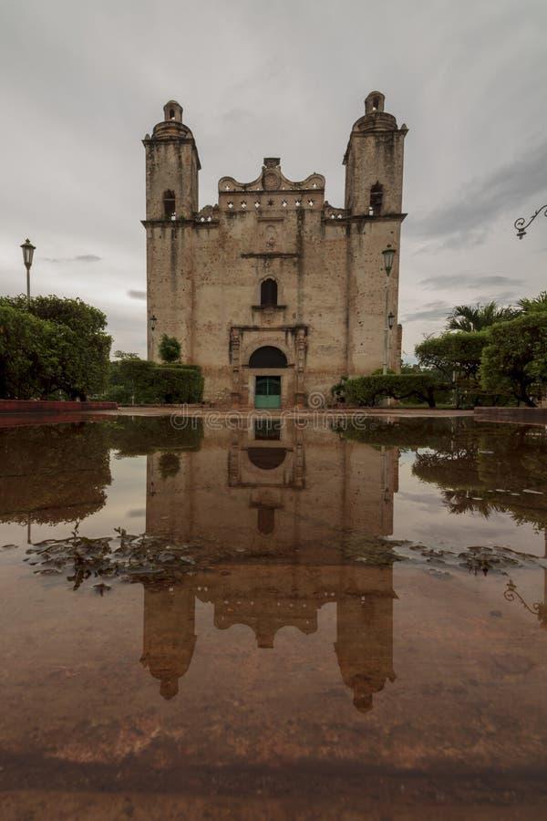 被放弃的墨西哥教会 免版税库存图片