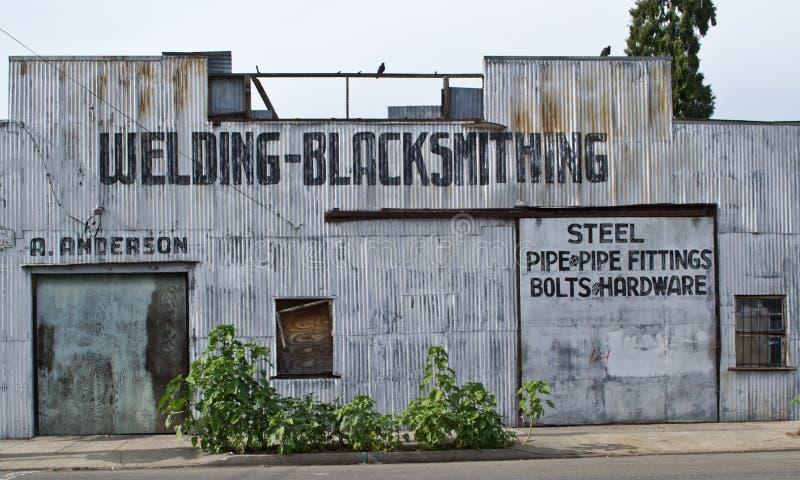被放弃的大厦在冬天,加州 免版税库存图片