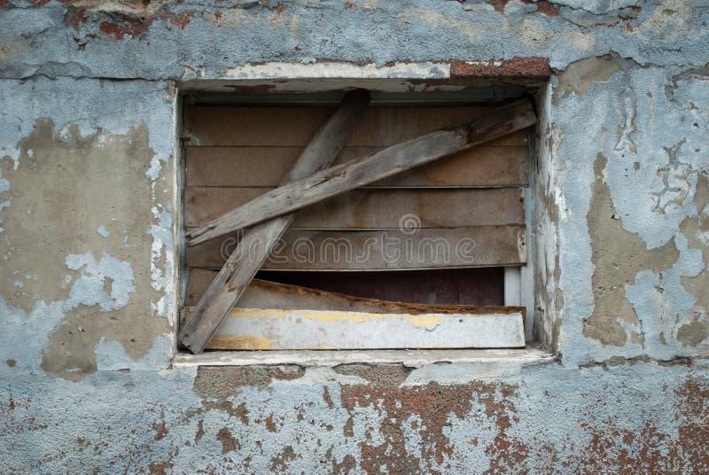 被放弃的大厦,废墟,残破的窗口,被堵塞的窗口 免版税图库摄影