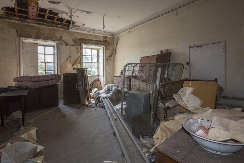 被放弃的大厦-遗弃内部 库存照片