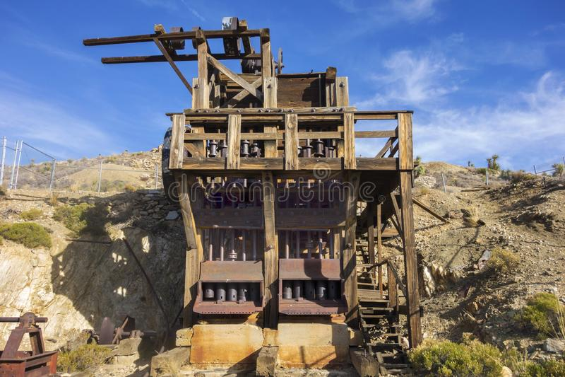 被放弃的失去的马金和银矿木平台约书亚树国家公园加利福尼亚 免版税库存图片