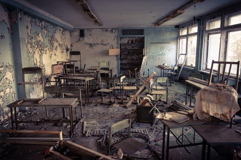 被放弃的学校在切尔诺贝利中 免版税图库摄影