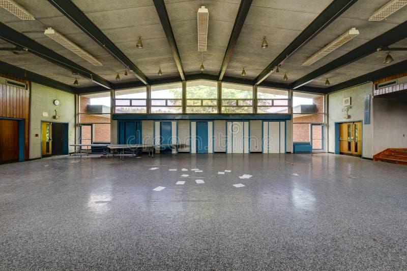 被放弃的学校食堂和阶段 库存图片