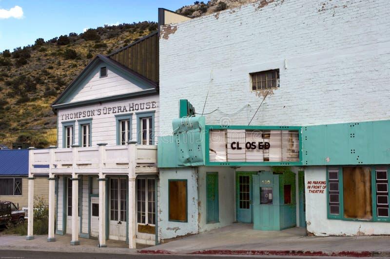 被放弃的宝石剧院在采矿的镇,皮奥奇,内华达 免版税库存图片
