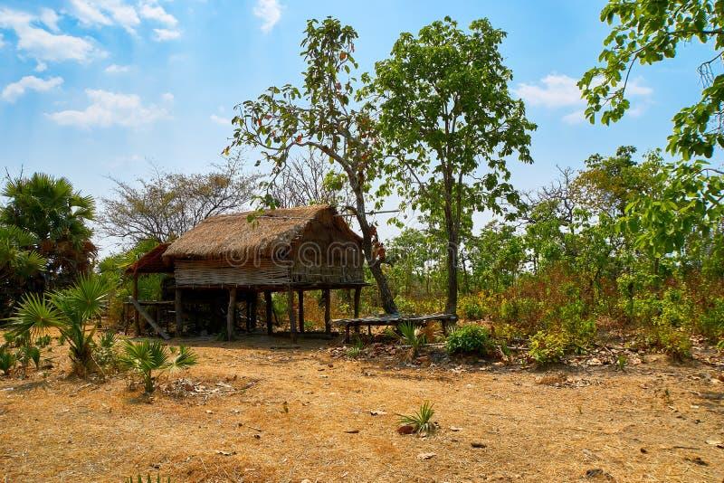 被放弃的小屋房子在桔井,柬埔寨北部的沙漠 图库摄影