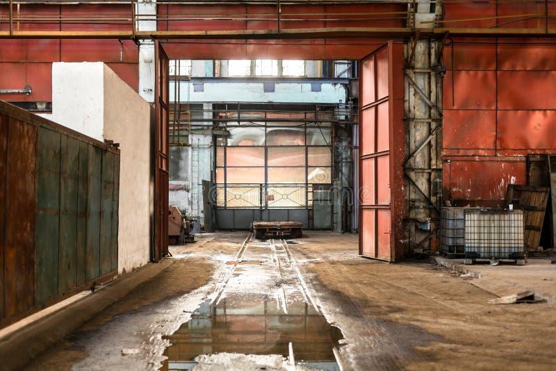被放弃的工业内部 图库摄影