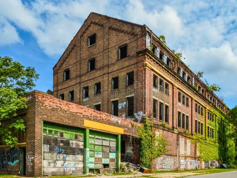 被放弃的工业结构 免版税图库摄影
