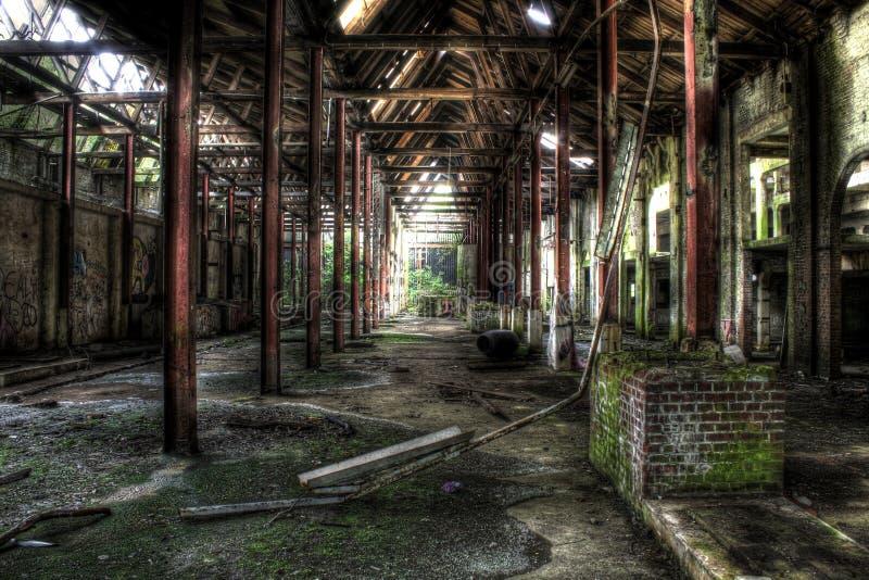 被放弃的工厂内部 免版税库存图片