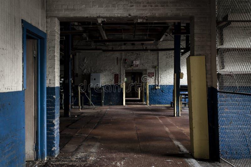 被放弃的工厂- Ferry Cap & Screw Company -克利夫兰,俄亥俄 免版税库存照片
