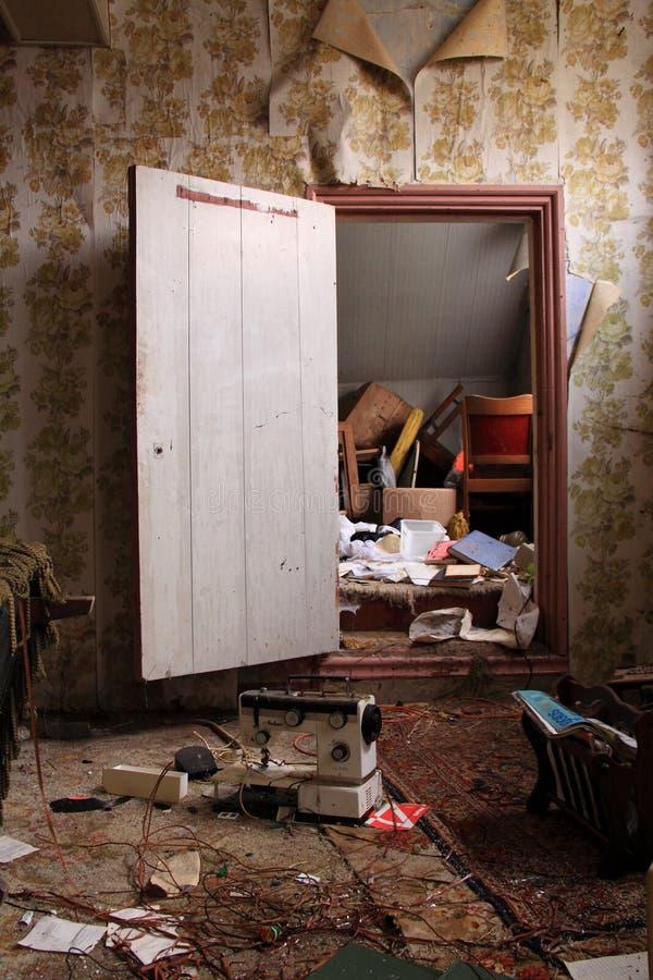 被放弃的房子内部详细资料 库存图片