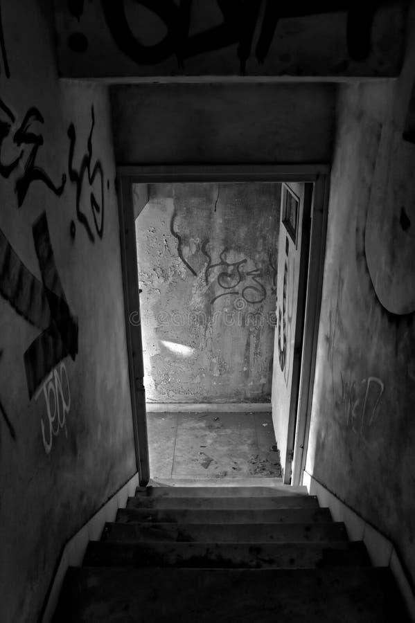 被放弃的房子台阶 免版税库存图片