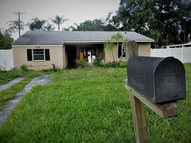 被放弃的房子和邮箱,佛罗里达 免版税库存图片