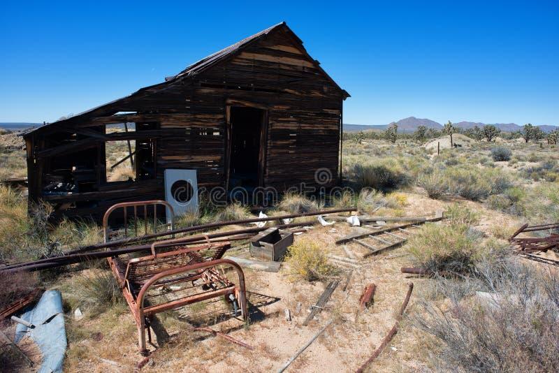 被放弃的房子在沙漠 免版税图库摄影