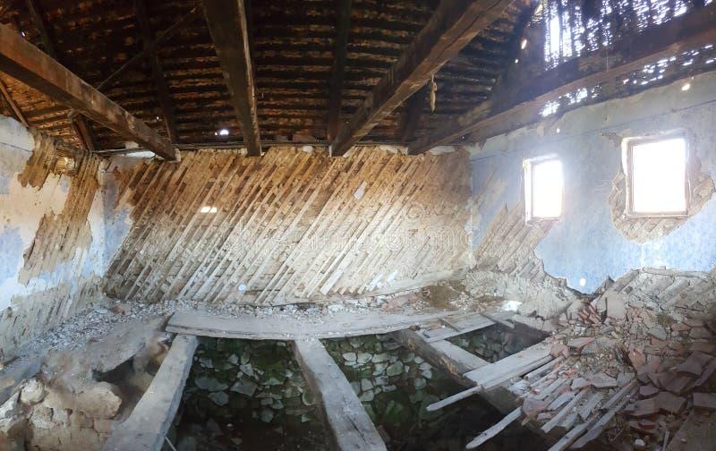 被放弃的房子在特兰西瓦尼亚 免版税库存图片