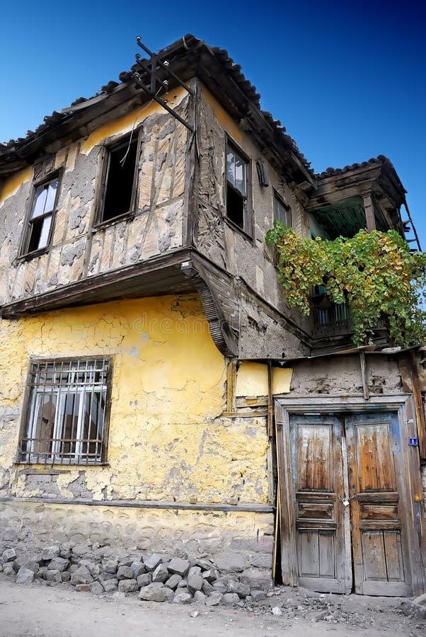 被放弃的房子老土耳其 免版税库存图片