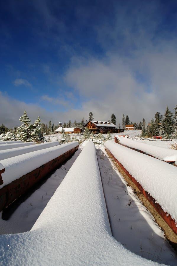 被放弃的手段滑雪 免版税图库摄影
