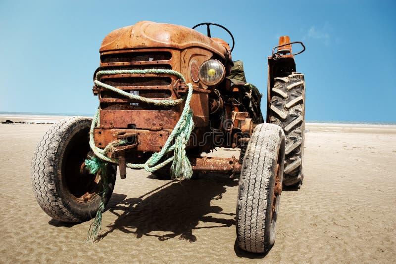被放弃的拖拉机 库存图片