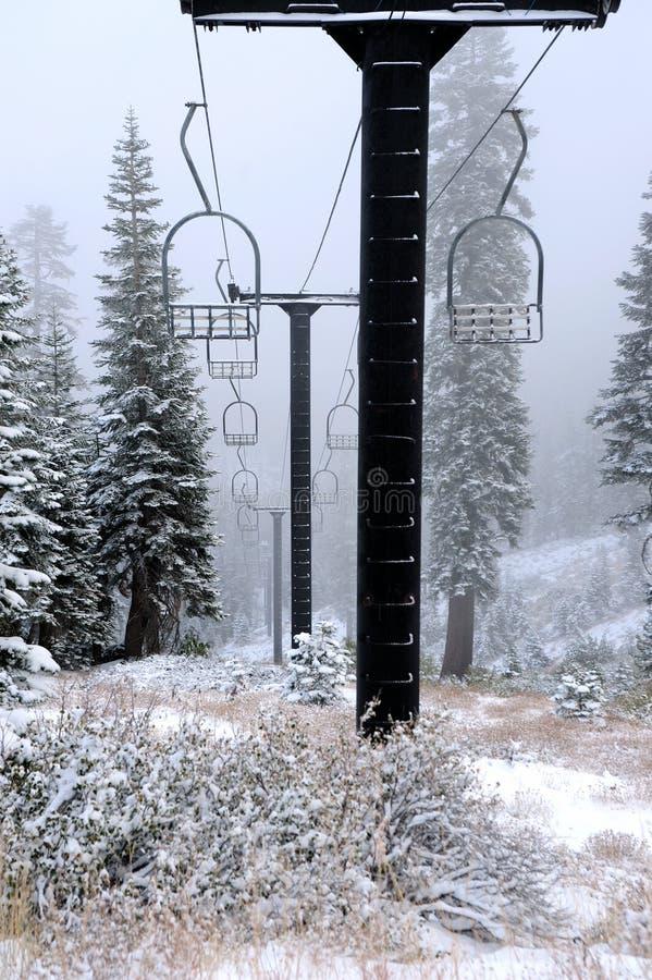 被放弃的推力老滑雪 免版税库存照片
