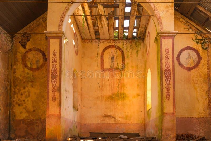 被放弃的教会Monte Bérico 03 免版税图库摄影