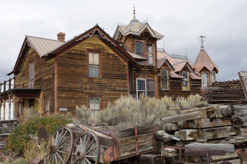 被放弃的木大厦在内华达市蒙大拿 免版税库存图片