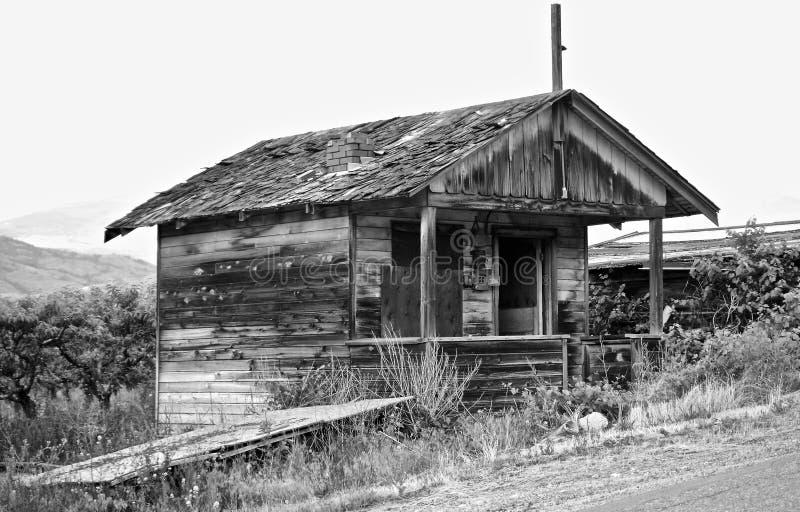 被放弃的果树园议院,湖Osoyoos,不列颠哥伦比亚省,加拿大 免版税库存照片