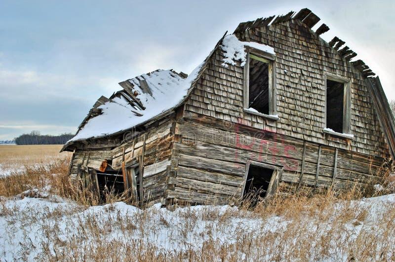 被放弃的棚子在大草原 免版税库存照片