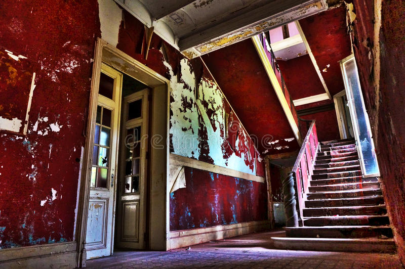 被放弃的楼梯 免版税库存图片