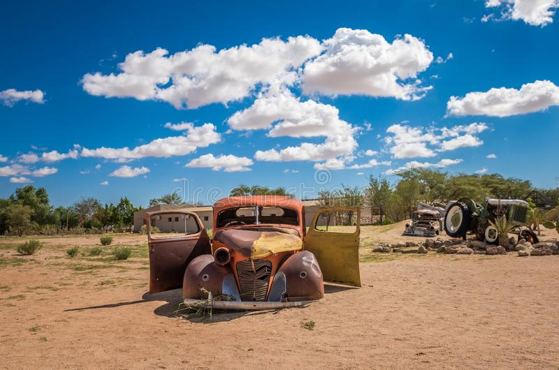 被放弃的汽车在纳米布沙漠,单粒宝石,纳米比亚 库存照片