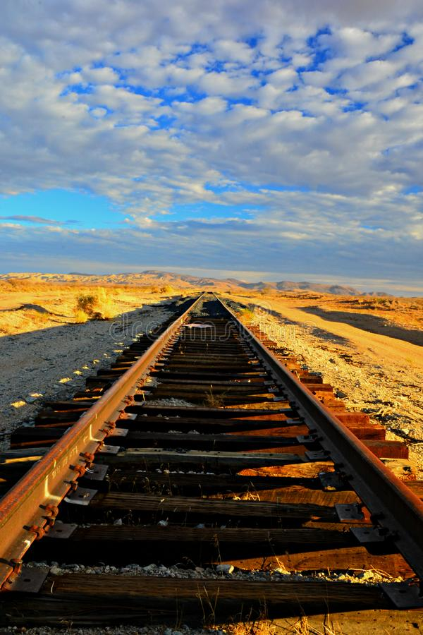 被放弃的沙漠铁路 库存照片