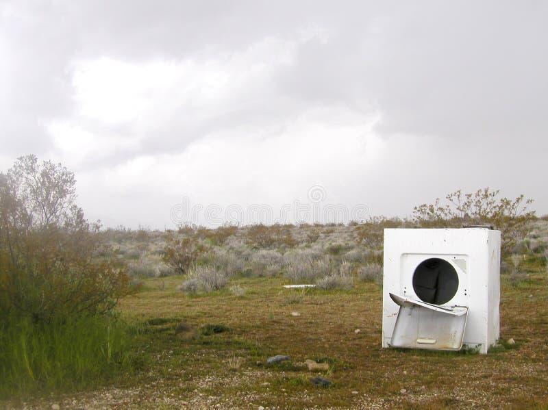 被放弃的洗衣机 免版税库存照片