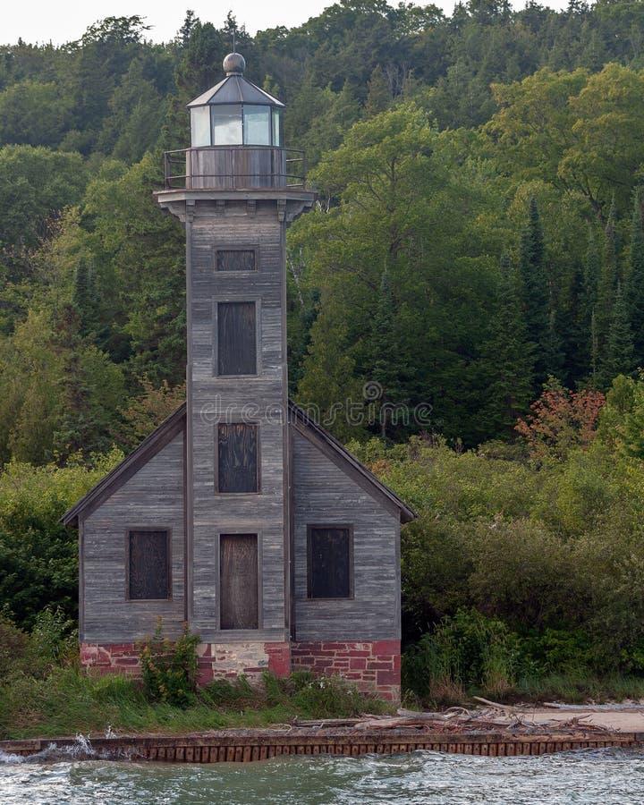 被放弃的灯塔湖岸 免版税图库摄影