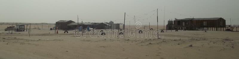 被放弃的物产在沙特沙漠 库存照片