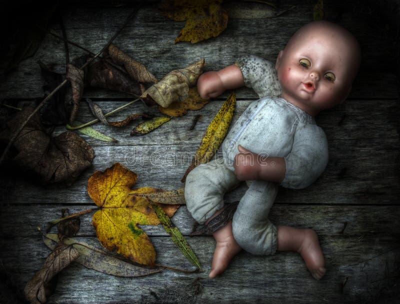 被放弃的玩偶令人毛骨悚然的图象 库存图片