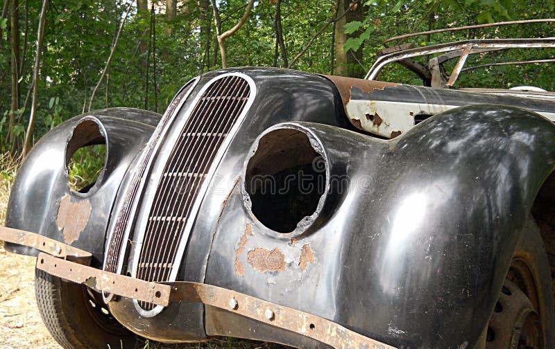 被放弃的生锈的汽车 库存图片